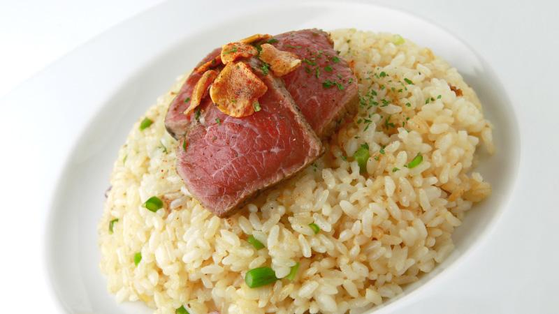 牛ランプ肉or馬肉が選べる 肉のせガーリックライス
