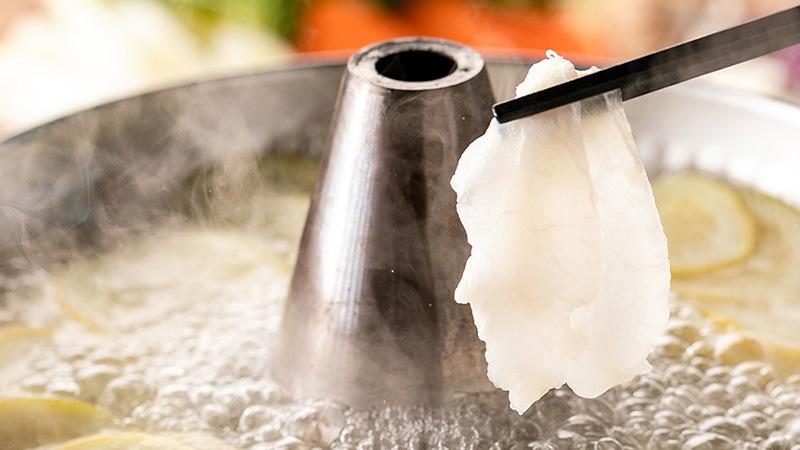 ワニ手羽とレモンの旨みと酸味の出汁が浸みる・・・