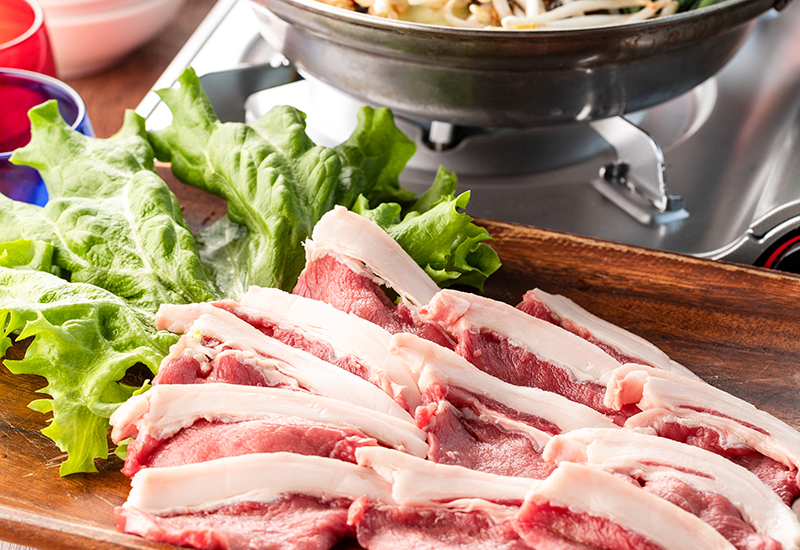 野生の滋味をしびれるスープで・・・「猪のしびれチーズ鍋」