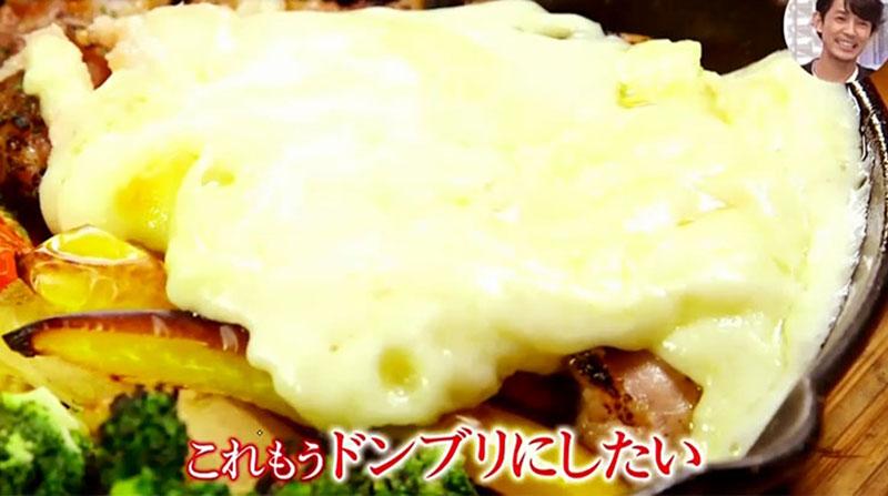 当店人気ナンバー1のラクレットチーズを伊藤健太郎さんが実食