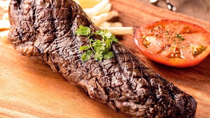程よい「脂の甘み」と、濃厚な「肉の旨味」が堪能できる『炭火焼グリル 牛ハラミ』