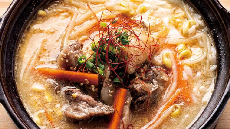 大阪名物「肉吸いのクッパ」やサラダも・・・
