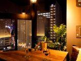 夜景と個室で至福のときを…「活気」と「癒し」の共存する空間 ~個室 塊肉×農園野菜 Nick&Noojoo 新橋本店~